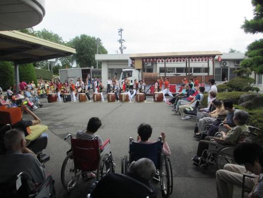 金津祭り 子どもたちが踊りと太鼓を披露
